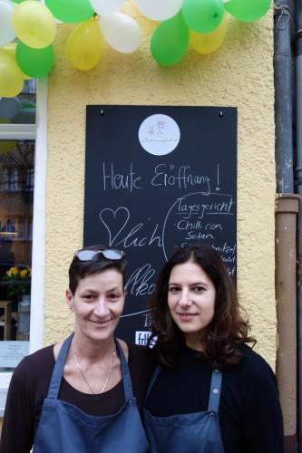 """Claudia und Melanie, Betreiberinnen der  """"Leckereienfabrik"""""""